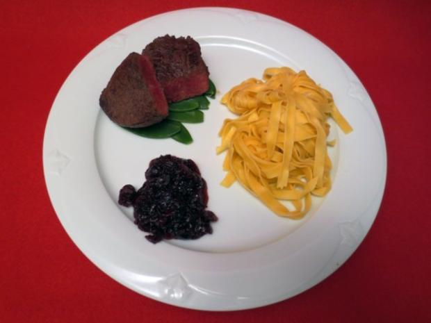 Steak d'Autruche aux tagliatelles et airelles - Rezept