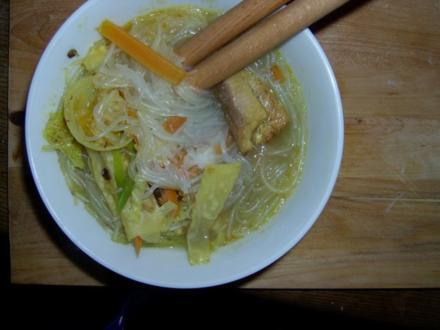 Wok Glasnudel-Fischsuppe mit Gemüse - Rezept