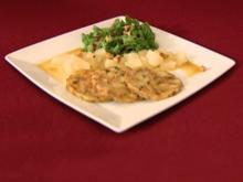 Breznknödelcarpaccio mit Feldsalat und beschwipster Birne (Neele Hehemann) - Rezept