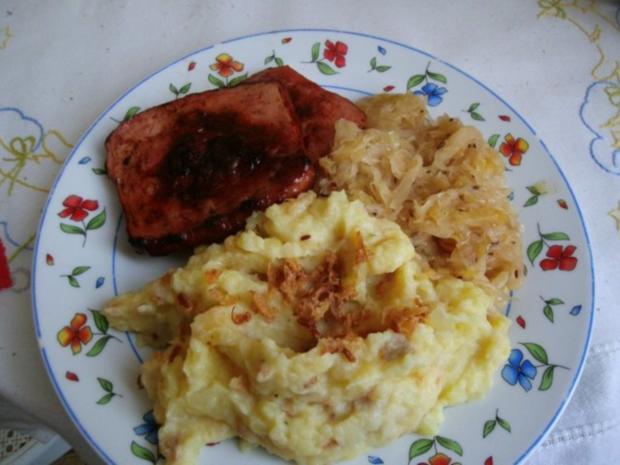 gebratener Fleischkäse mit Weinsauerkraut und Röstzwiebelstampfkartoffeln - Rezept - Bild Nr. 6