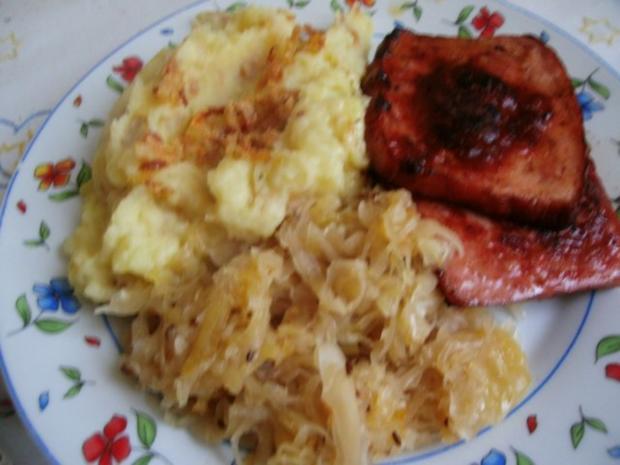 gebratener Fleischkäse mit Weinsauerkraut und Röstzwiebelstampfkartoffeln - Rezept - Bild Nr. 7