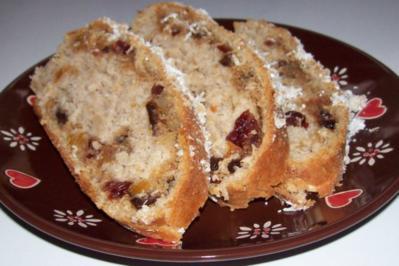 Rezept: Weihnachtliches Stollen-Früchtebrot mit Kokos und Marzipan