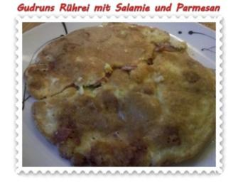 Eier: Rührei mit Salamie und Parmesan - Rezept