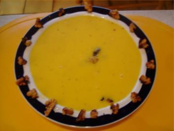 Gelbe – Paprikasuppe mit karamellisierten Walnüssen - Rezept