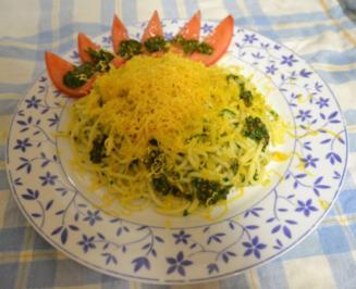 Spaghetti mit Petersilien-Pistazien-Pesto und Cheddar - Rezept