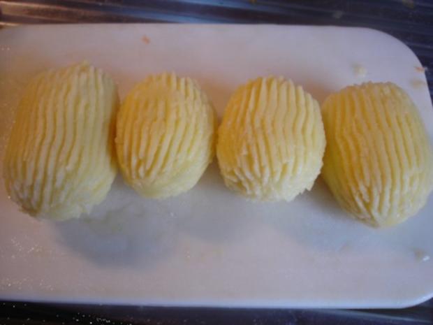 Pikantes Hähnchen mit Möhrenblüten und Kartoffelblütengratin - Rezept - Bild Nr. 22