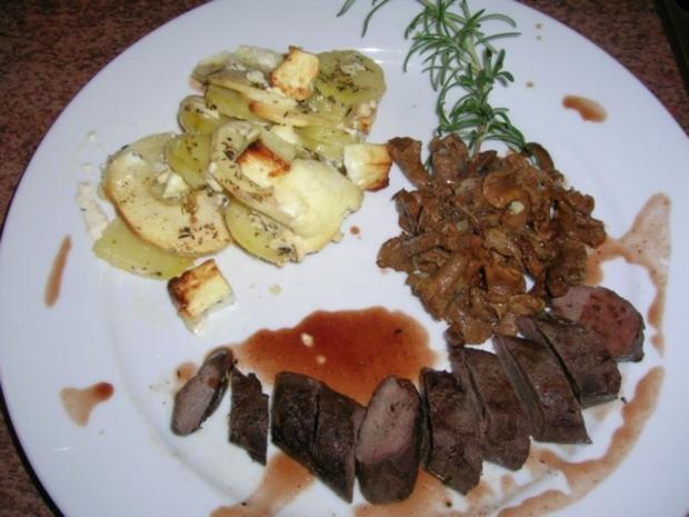 Hasenfilet, an Apfel-Kartoffel-Schafskäse-Gratin, neben Pfifferlingen - Rezept - Bild Nr. 6