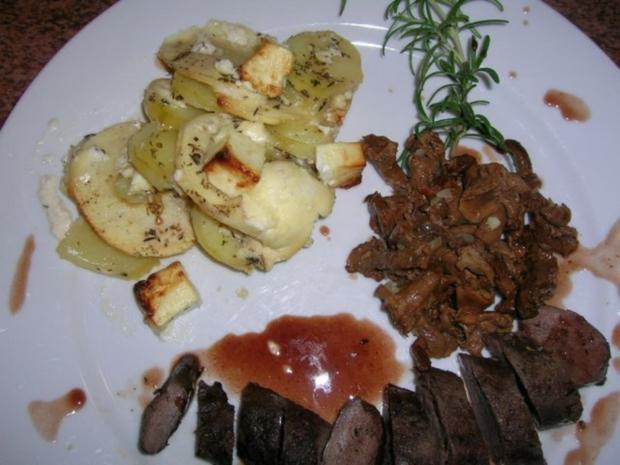 Hasenfilet, an Apfel-Kartoffel-Schafskäse-Gratin, neben Pfifferlingen - Rezept - Bild Nr. 8