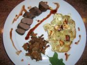 Hasenfilet, an Apfel-Kartoffel-Schafskäse-Gratin, neben Pfifferlingen - Rezept