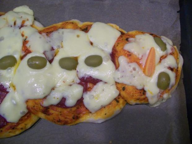 Schneemann Pizza - Rezept - Bild Nr. 4