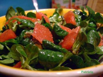 Feldsalat mit Blutorangenfilets und karamellisierten Sonnenblumenkernen - Rezept