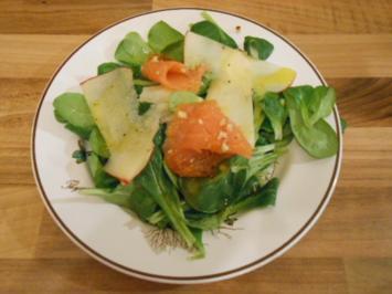 Rezept: Feldsalat mit Adventslachs und Apfel