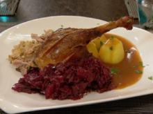 Gefüllte Ente mit Apfel Rotkohl und Preiselbeer-Sauce - Rezept