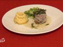 Kalbsfilet mit Kräuterfüllung, dazu Polenta-Törtchen und Rosenkohl - Rezept
