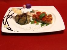 Fagotto di melanzane con ricotta, Vitello Tonnato und Bruschetta auf Rucolabett - Rezept