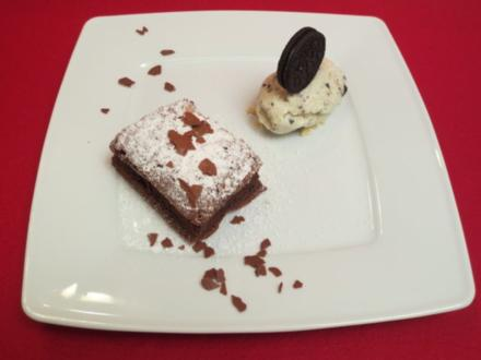 Cookie-Cheese-Cake-Ice-Cream mit warmen Brownies - Rezept