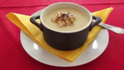 Rezept: Festliches weisses Zwiebelsüppchen