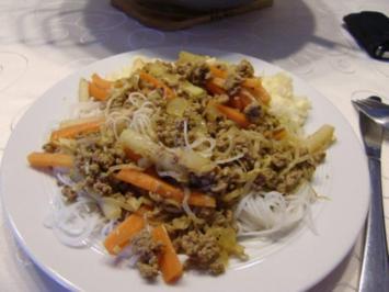 Scharfe Reisnudeln mit Hackfleisch aus dem Wok - Rezept