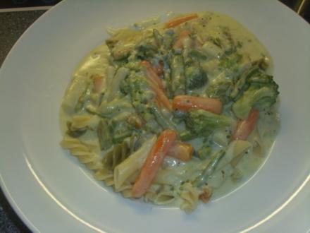 Pasta in Gemüse-Gorgonzola Sosse - Rezept