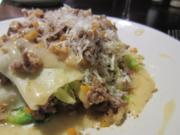 Offene Wirsing-Lasagne  mit gerösteten Walnüssen und Riesling-Bechamel - Rezept