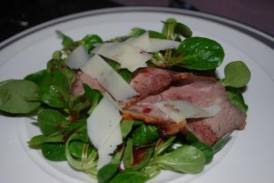 Roastbeef auf Feldsalat mit Johannisbeer-Vinaigrette - Rezept