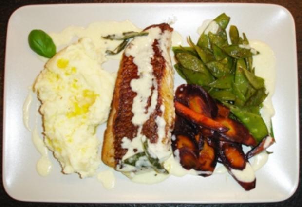 Red Snapper Filet mit Gemüse und Butter-Salbei-Sauce - Rezept