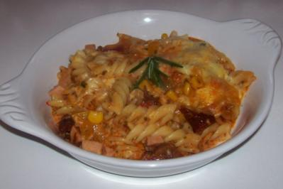 Rezept: Pikanter Nudel-Gemüse-Auflauf mit Raclette-Käse