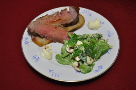 Roastbeef auf italienischem Landbrot an Salat mit selbstgemachter Aioli - Rezept