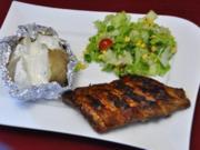 Spareribs, dazu Folienkartoffel mit Quark und einem gemischten Salat - Rezept