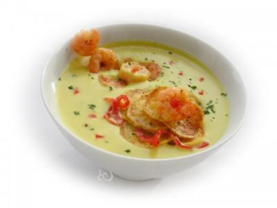 Feurige Currysuppe mit Garnelen und Kartoffelchips - Rezept