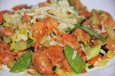 Rezept: Tomaten Gnocchi mit Röstgemüse