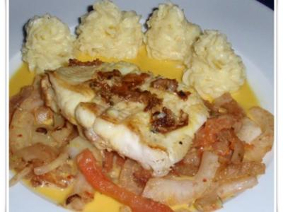 Seezunge auf gebratenem Fenchel-Tomatengemüse, Kartoffelpüree und Safran-Vanille-Sauce - Rezept