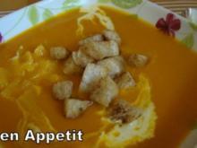 Kürbis-Orangensuppe mit Zimt-Croutons - Rezept