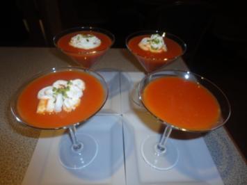 karamelisiertes Tomaten Süppchen mit Pistazien Sahne - Rezept