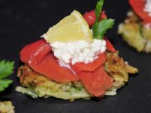 Tapas & Fingerfood: Mini Rösti mit Lachs und Sahnekren - Rezept