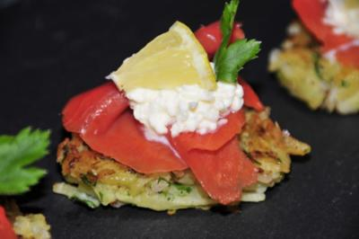 Rezept: Tapas & Fingerfood: Mini Rösti mit Lachs und Sahnekren