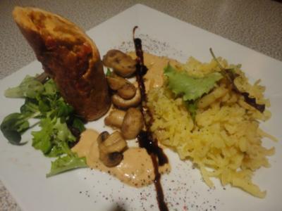 gefüllte Puten Röllchen mit Champignon Sauce & Press Kartoffel - Rezept