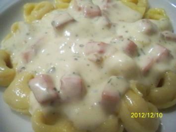 tortelloni salsiccia salsa di formaggio - Rezept