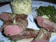Lammfilet, rosa gebraten, an Kartoffelragout und grünen Böhnchen - Rezept