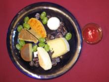 Käseplatte und Quark mit Kräutern und Honig - Rezept