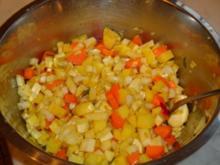 Marinierte Hähnchenkeulen auf pikantem Gemüse - Rezept