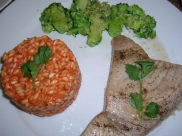 Thunfischsteaks, Tomatenrisotto an Broccoli - Rezept