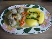 Küchenfee : Hack - Klopse an Gemüsesoße an Petersilienkartoffeln - Rezept