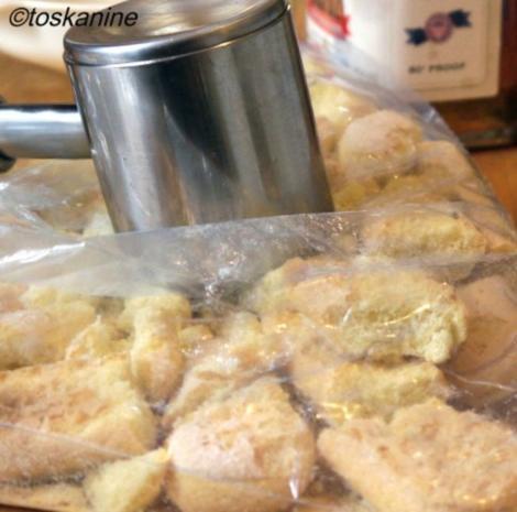 Veilchen-Joghurt auf beschwipsten Himbeeren - Rezept - Bild Nr. 2