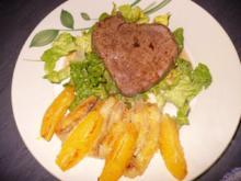 Rinderfilet auf Salatbett mit gebutterter Banane und Orangenfilet - Rezept