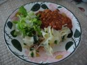 Vegan : Gemüsebolognese mit Nudel-Mix und Salat - Rezept
