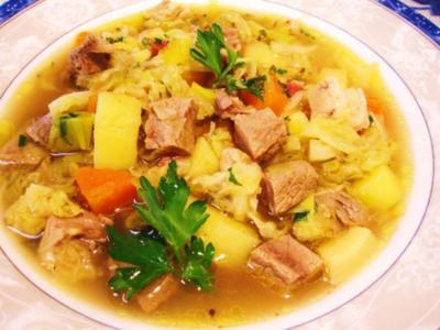 Wirsing-Suppe mit kräftiger Fleischbrühe ... - Rezept