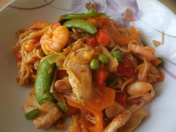 Gemüsepfanne mit Knobi-Garnelen und Hühnerbrustfilet - Rezept