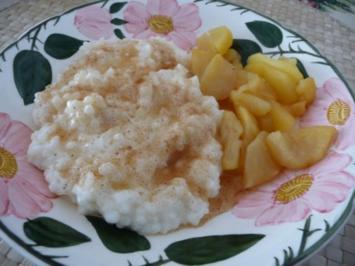 Milchreis mit Zimt & Zucker und Apfelspalten - Rezept