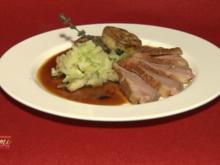 Barbarie-Entenbrust, rosa gebraten an Ingwer-Spitzkohl und Brezenknödel (Kalle Schwensen) - Rezept